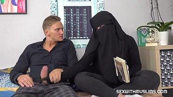 Best Amateur Arab Hijab Deepthroat Cumshot