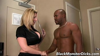Bigcock loving euro babe assriding black dick