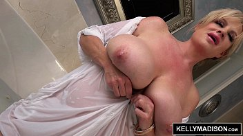 Geeky brunette babe toying her wet pussy on web cam