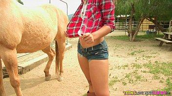 HD - CastingCouch-X Bubbly Kiera Winters rides hard cock